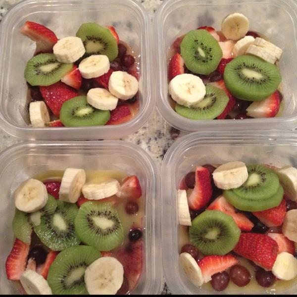 healthy fruit salads recipe , strawberries, blueberries, kiwis, bananas,healthy lunch,breakfast,dinner